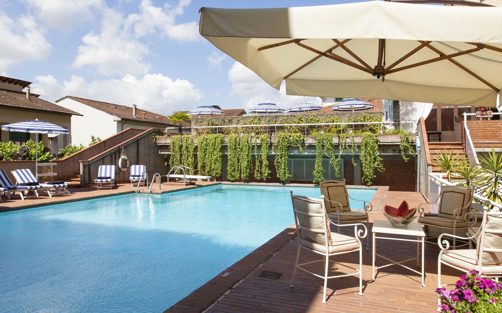 Hotel con piscina a montecatini terme for Hotel con piscina